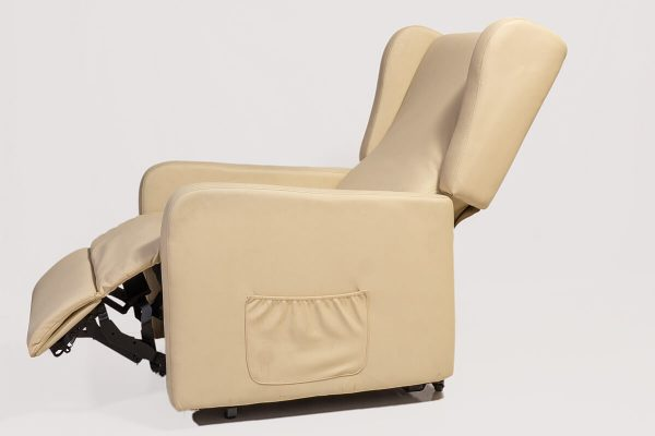 cream electric lift out chair